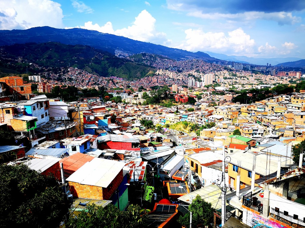a_wide_panorama_view_of_medellin
