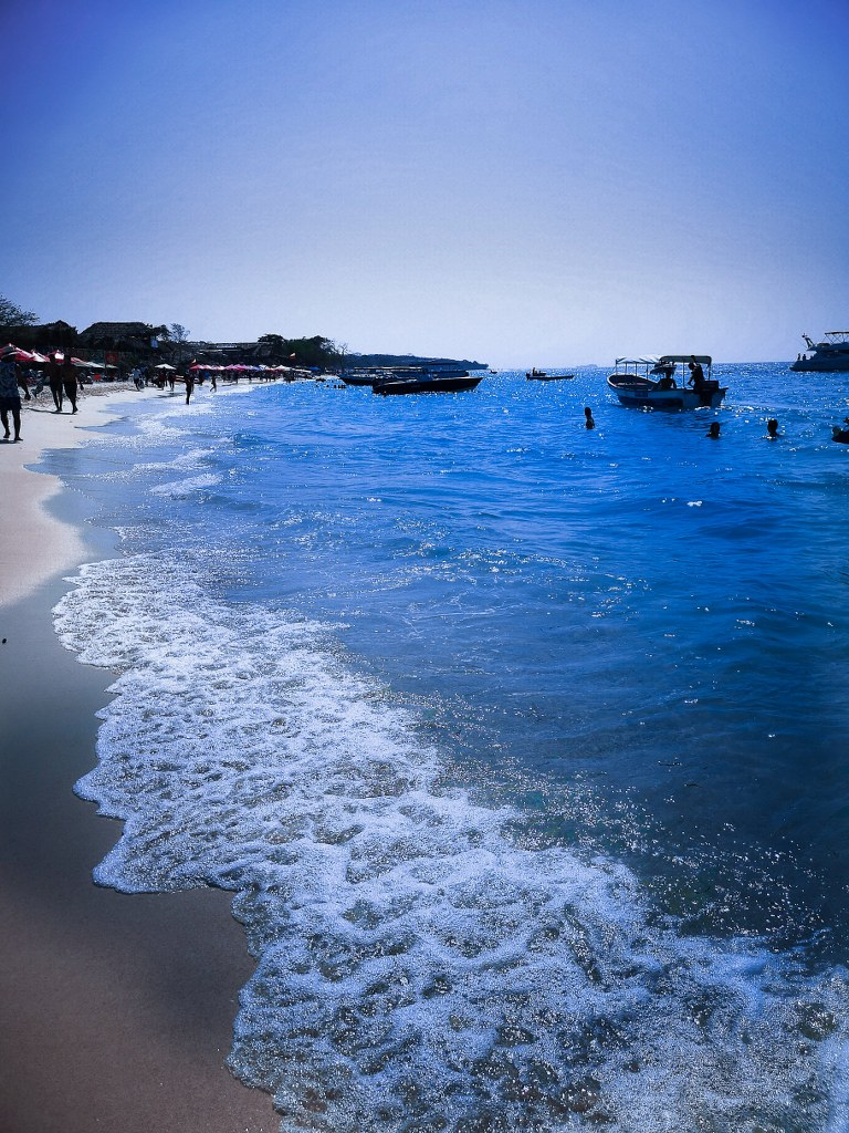blue_clear_water_in_carribean_sea
