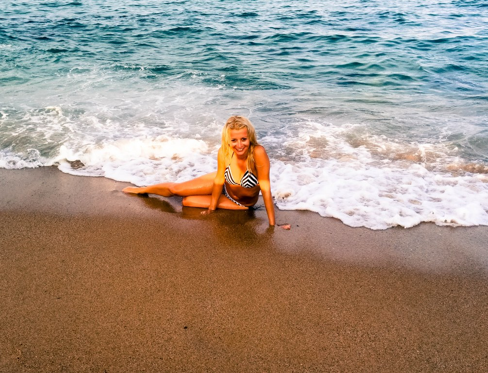 a_blond_girl_surrounded_by_white_waves