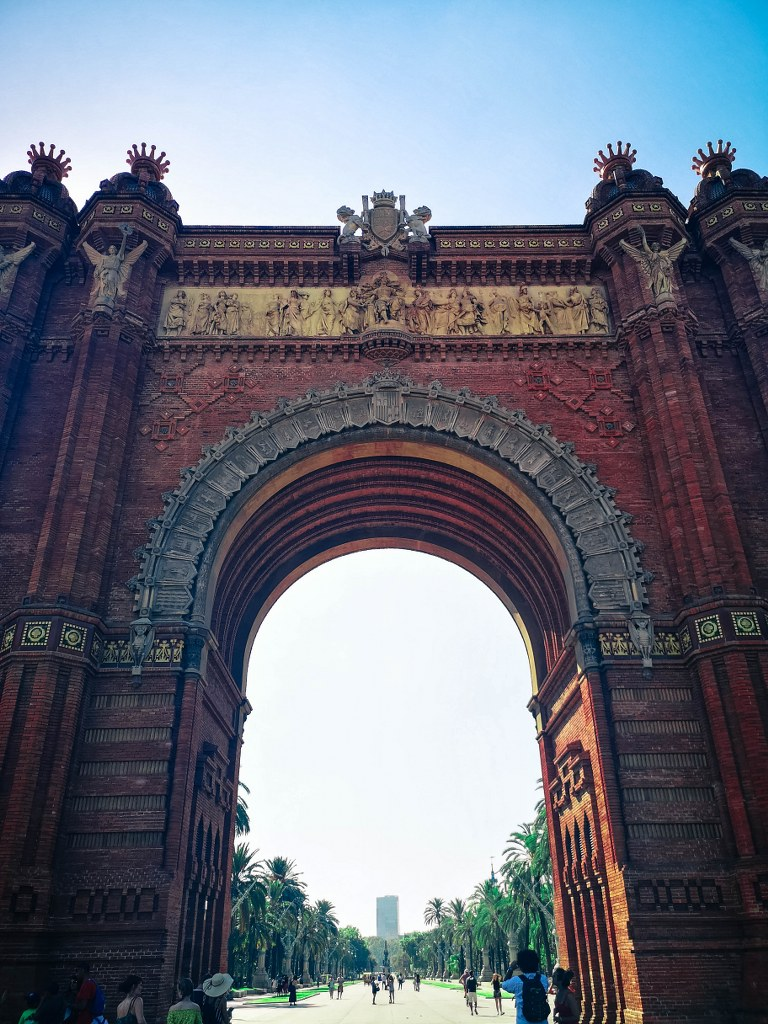 a_richlly_decorated_arch_in_barcelona