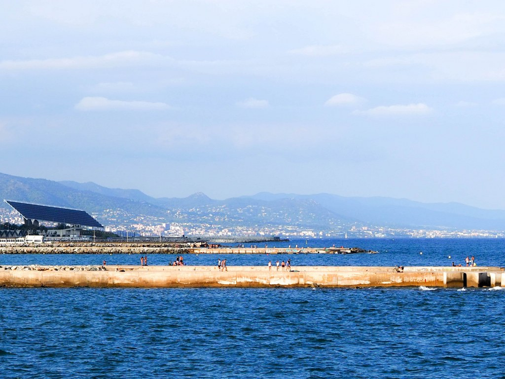 amazing_sunny_barcelona_seaside