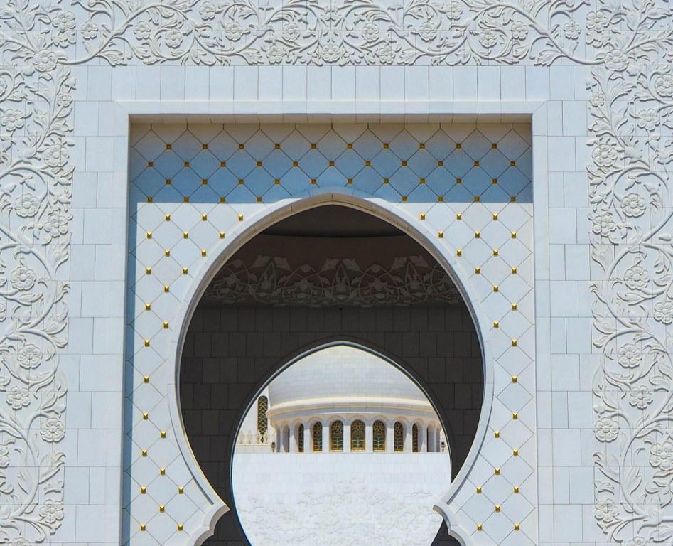 close_up_of_the_mosque_in_abu_dabi