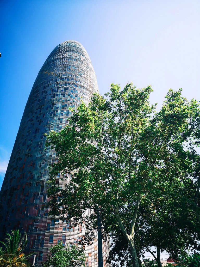 cucumber_shaped_glass_building_in_barcelona