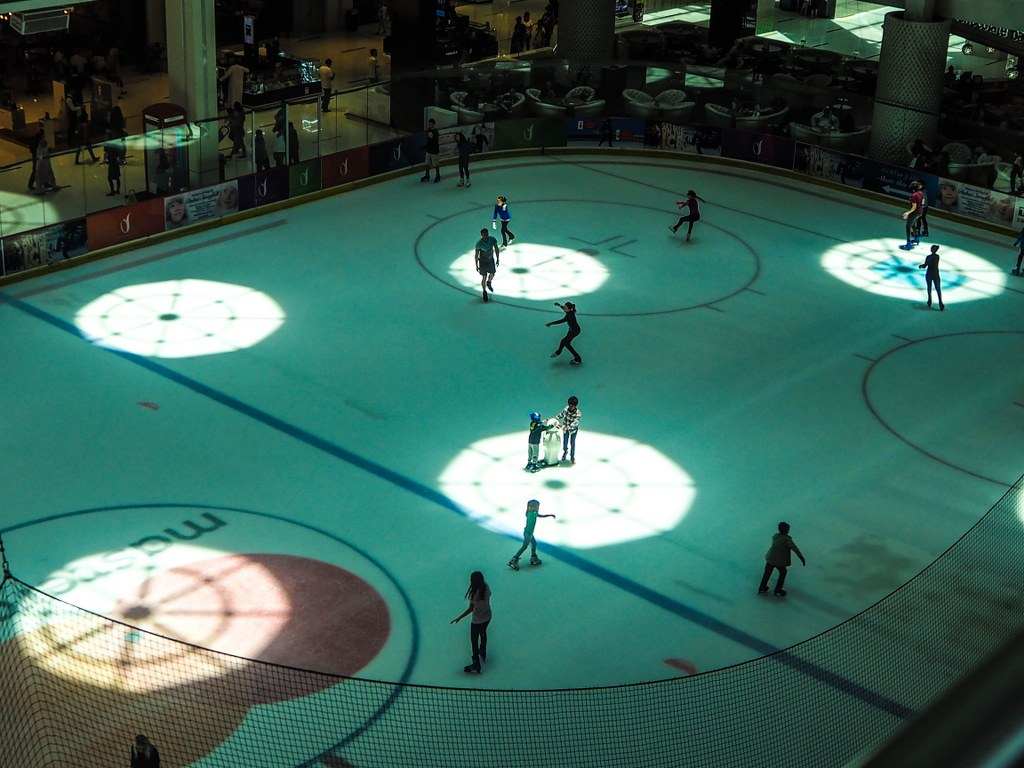 ice_skating_indoor_the_biggest_shopping_mal_in_dubai
