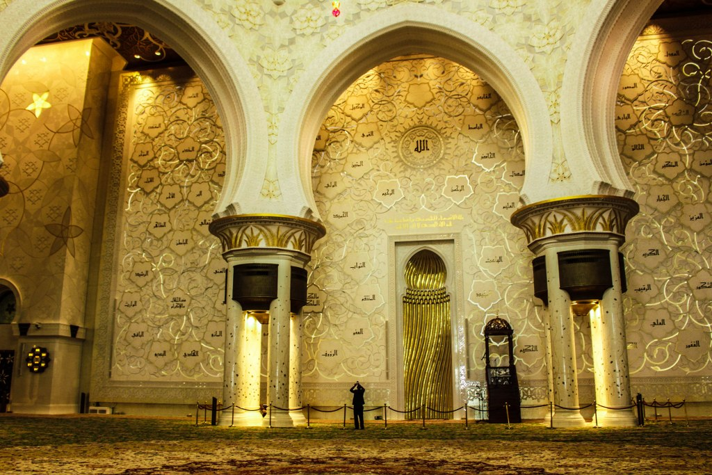 inside_of_the_mosque_in_abu_dhabi_in_aeu