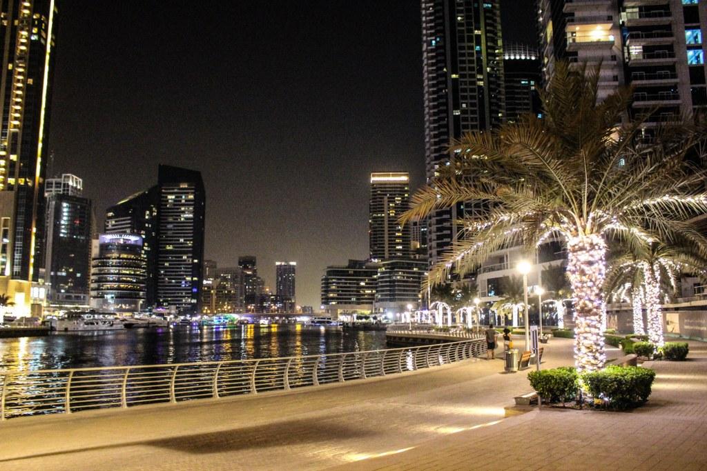 Marina - najbardziej ekskluzywna część Dubaju - idealnie nadaje się do nocnego spaceru