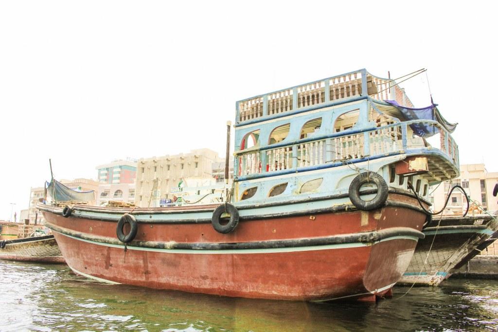 old_style_boat_in_dubai