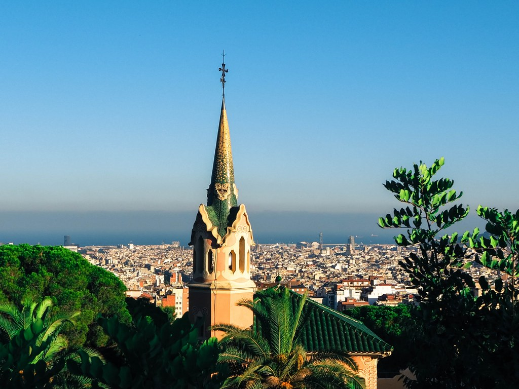 park_guell_in_barcelona_with_panorama_of_the_city