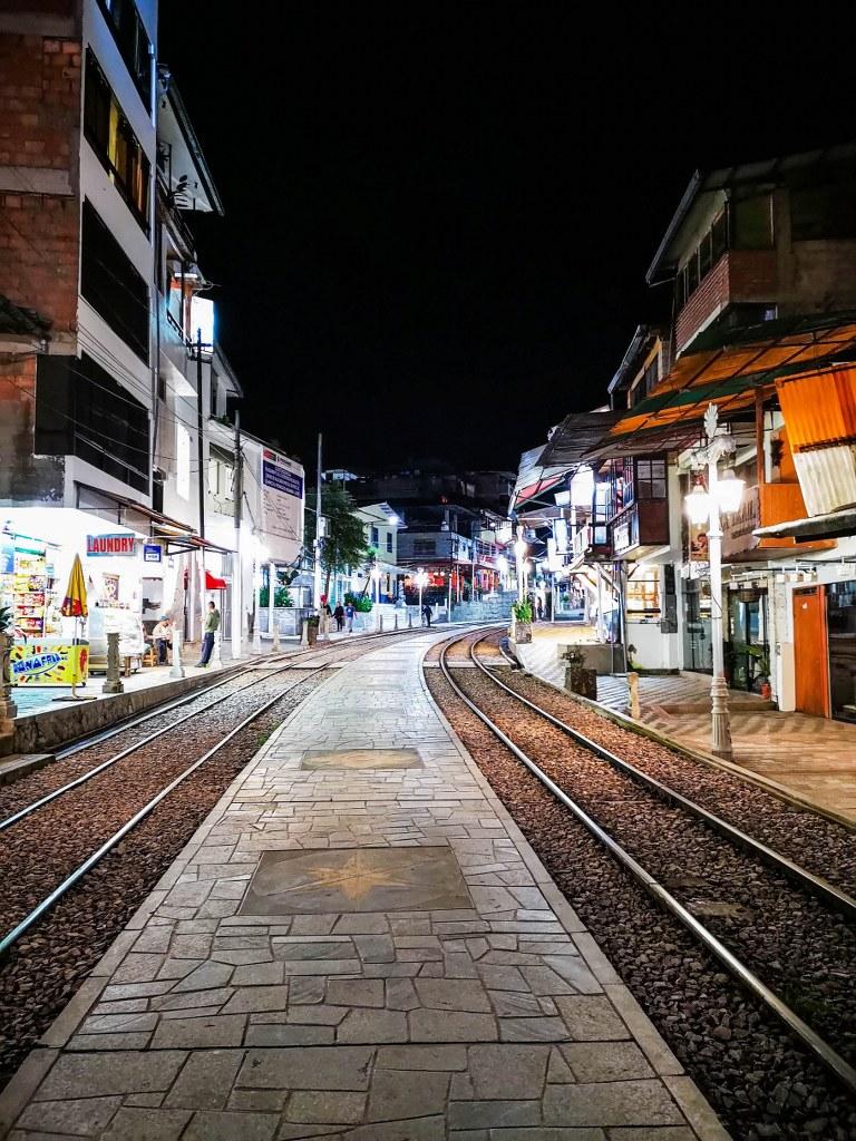 empty_street_at_night_in_aquas_calientes