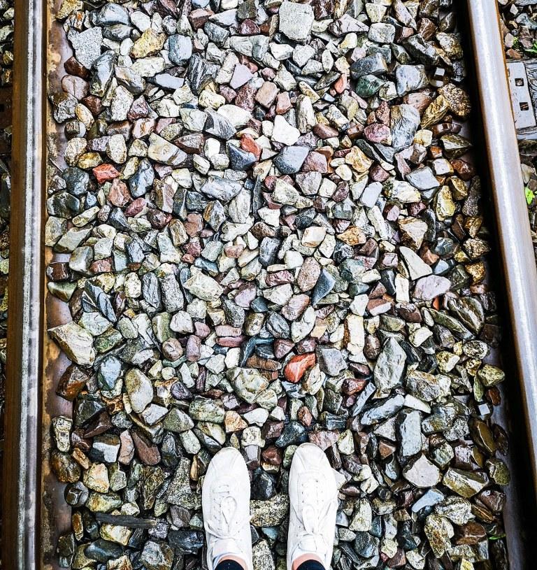 feet_walking_on_a_little_rocks