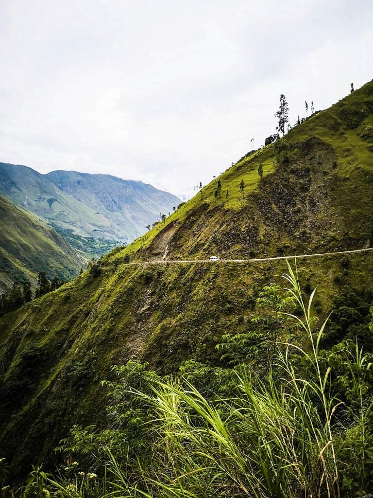 winding_road_toward_machu_picchu