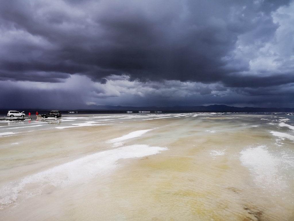 dark-cloudy-sky-in-salar-de-uyuni