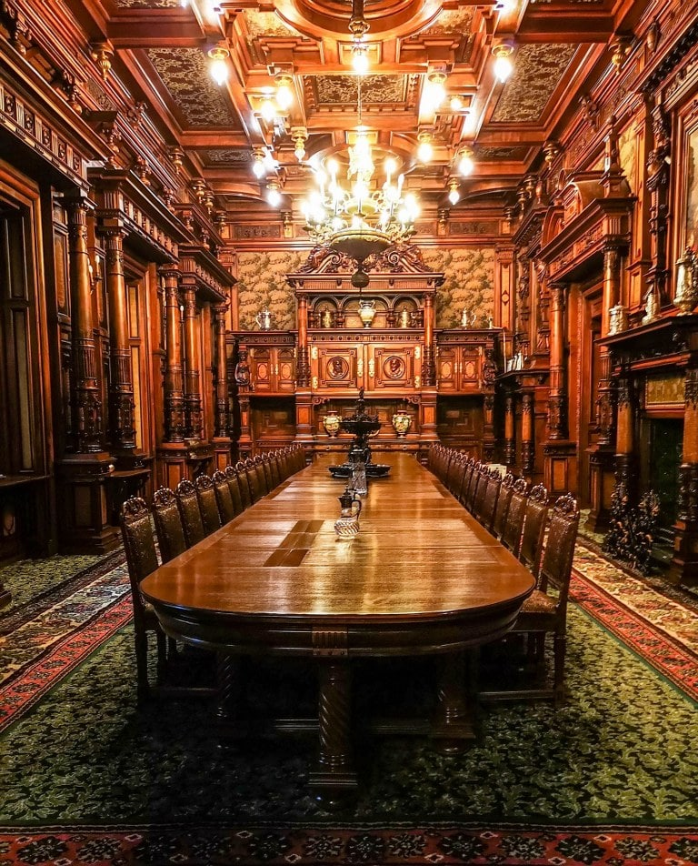 huge-dining-room-in-romanian-castle