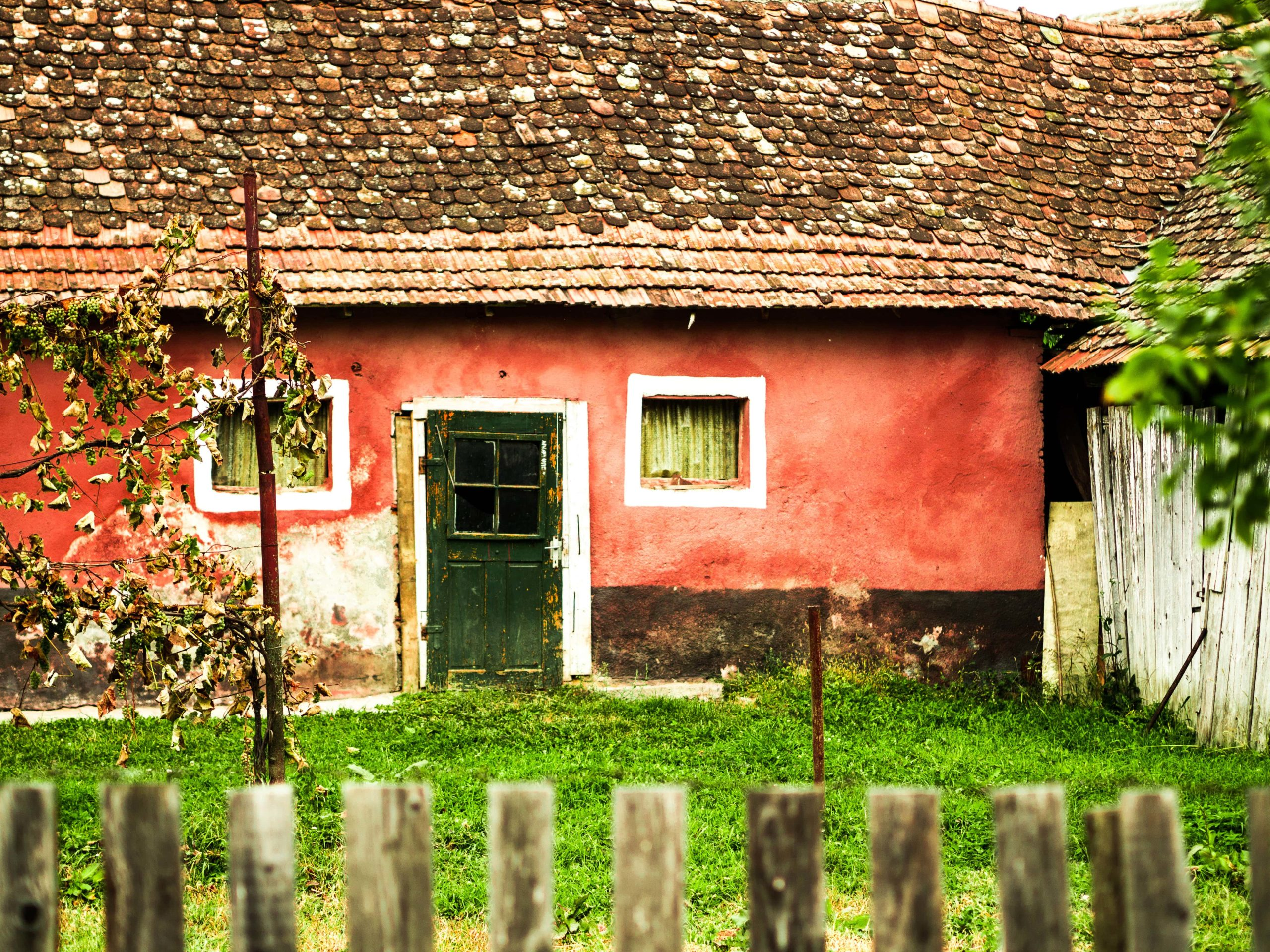 old-red-cottage-in-romanian-village