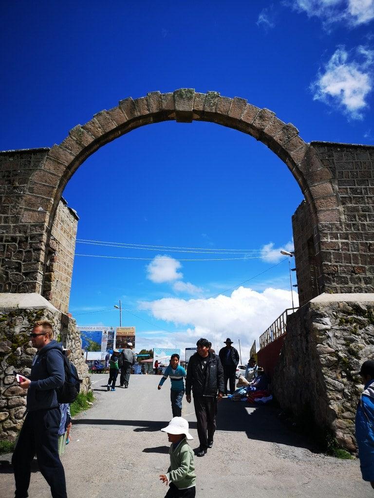 cborder-crossing-in-peru-boliwia