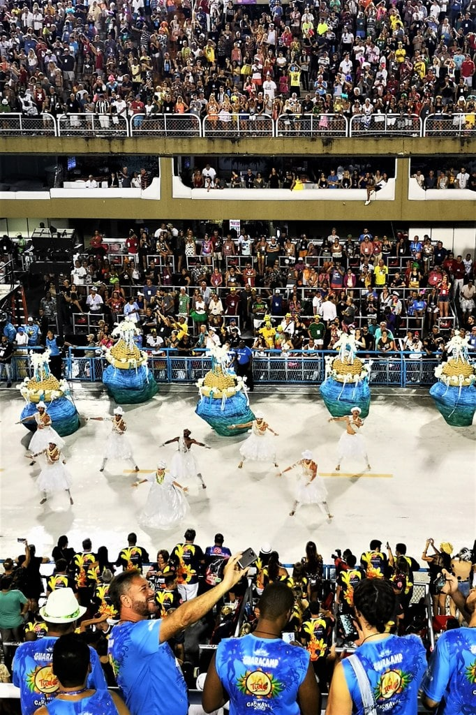 rio-de-janeiro-samba-parade