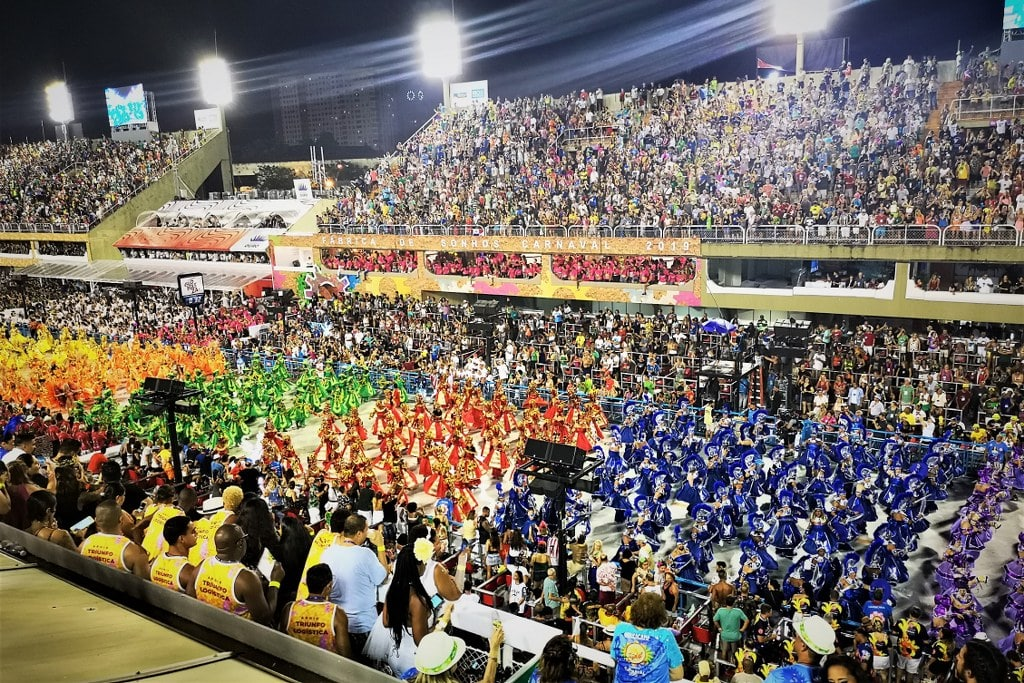 sambodromo-in-rio-full-of-colourfull-dressed-dancers