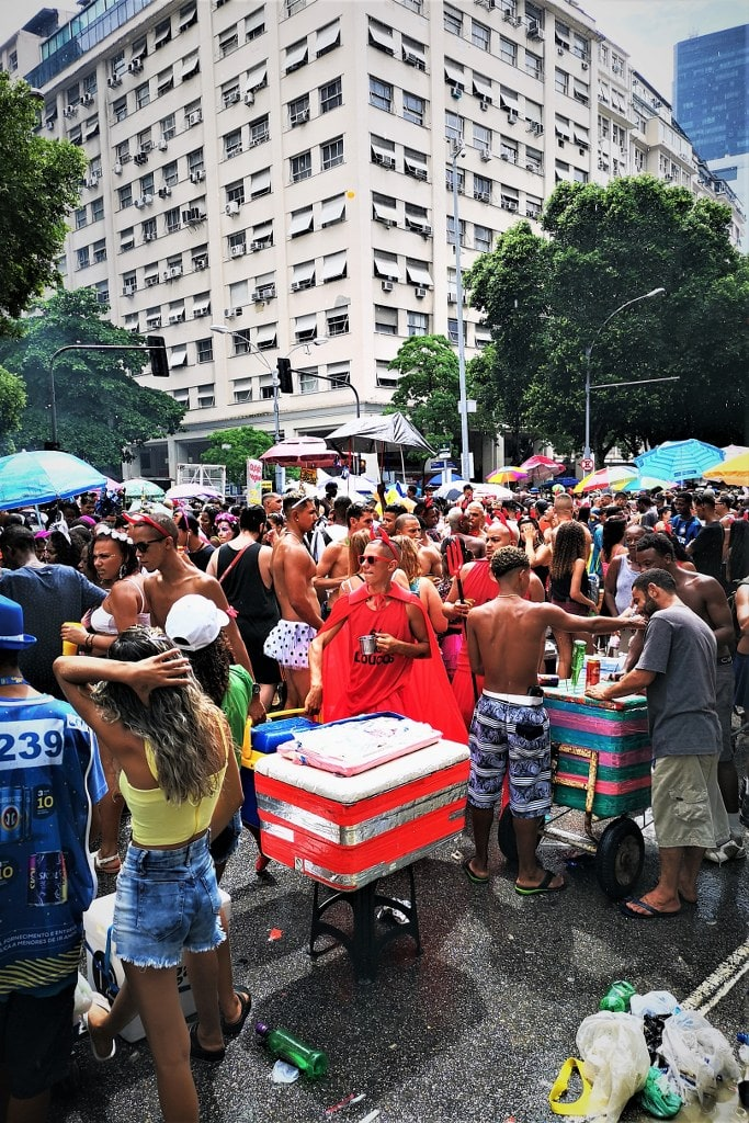 streets-of-rio-during-the-carnival