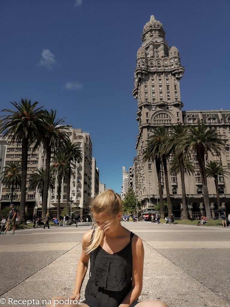 blonde-girl-sitting-in-the-middle-of-montevideo-main-square