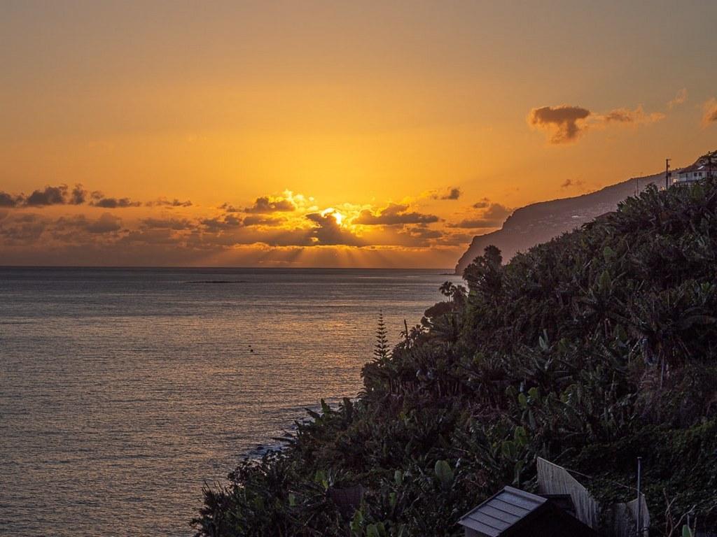 beautifull_sunset_on_madeira_seacoast
