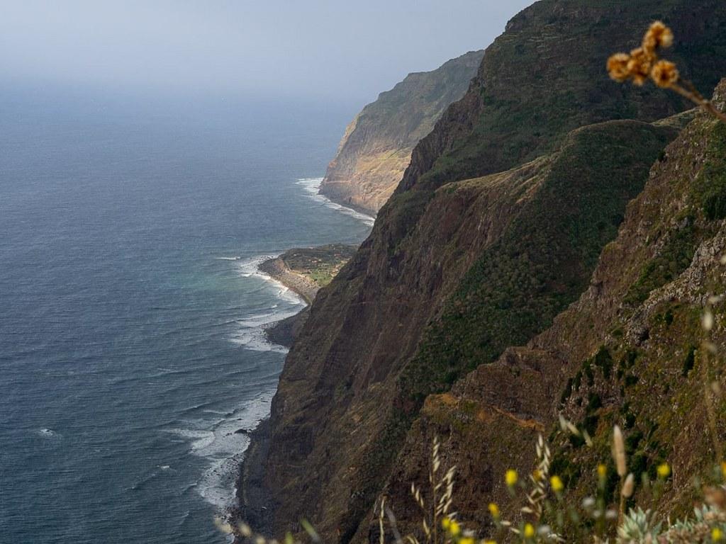 cliff_coast_of_madeira