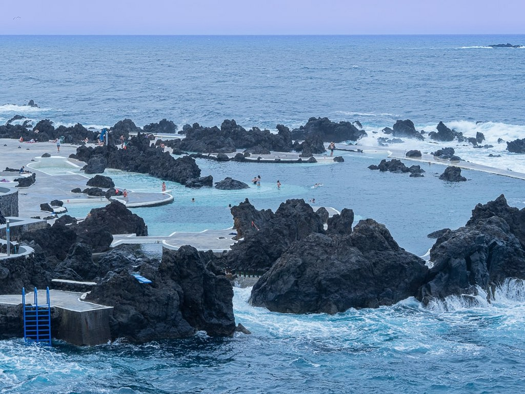 natural_pools_made_of_volcanic_lava_filled_with_ocean_water