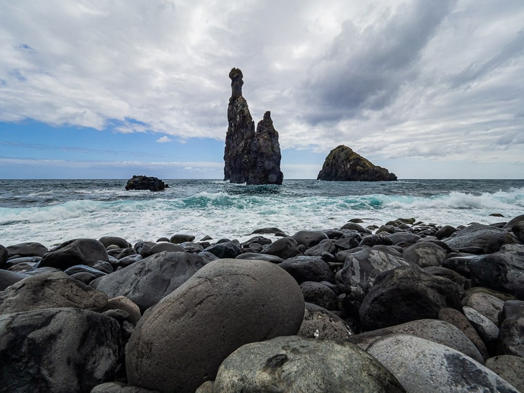 rockay_seacoast_in_the_north_of_madeira