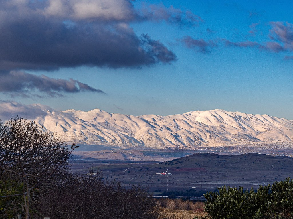 snowed_picks_of_the_golan_hills_in_the_north_part_of_isreal