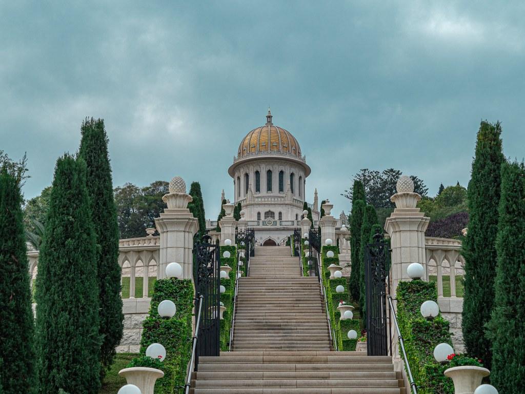 the_heart_of_bahaism_gardens_in_haifa