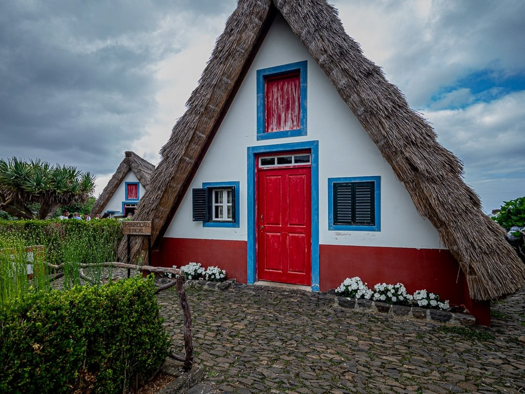 typicall_madeiran_triangular_house