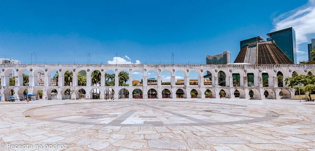 famous_aqueduct_in_lapa