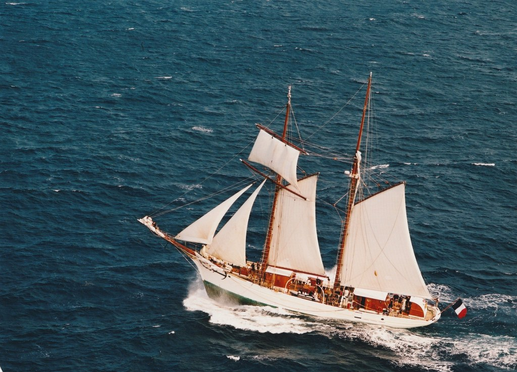 yacht_carried_by_the_wind