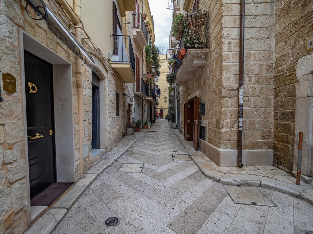 an_empty_street_in_ancient_town_bari