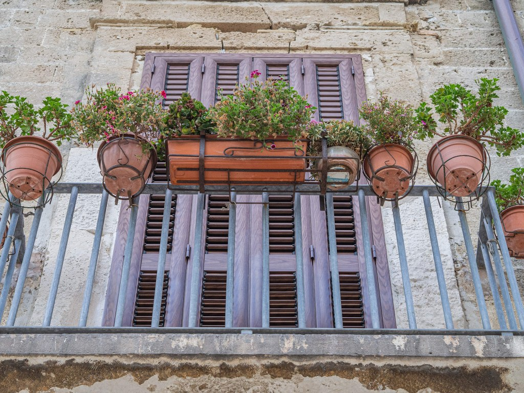 balcony_decorated_with_plants