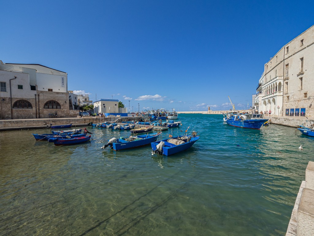 a_piece_of_old_harbour_in_monopoli_in_puglia_in_italy